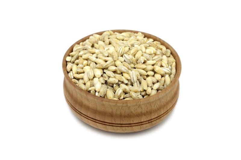 Κριθάρι σιταριού σε ένα ξύλινο πιάτο στοκ εικόνες