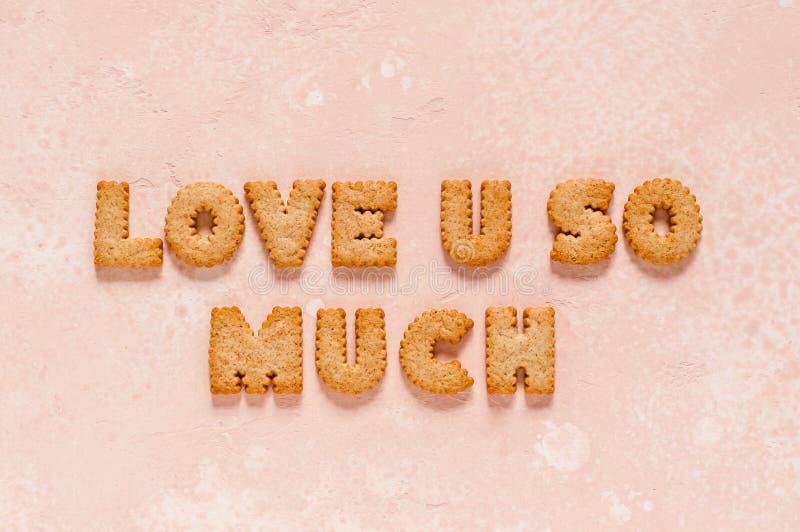 Κροτίδες που τακτοποιούνται ως αγάπη φράσης σας τόσο πολύ στοκ φωτογραφίες
