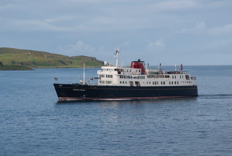 Κρουαζιερόπλοιο που μετατρέπεται από το πορθμείο που ταξιδεύει τα σκωτσέζικα νησιά στοκ φωτογραφία με δικαίωμα ελεύθερης χρήσης