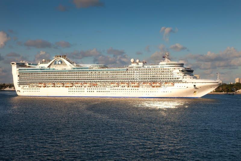 Κρουαζιερόπλοιο πριγκηπισσών στοκ φωτογραφία με δικαίωμα ελεύθερης χρήσης