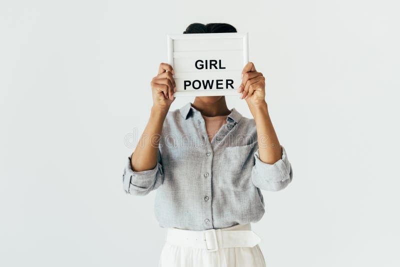 κρυμμένη άποψη της γυναίκας αφροαμερικάνων με τη δύναμη κοριτσιών στον πίνακα χεριών στοκ εικόνα με δικαίωμα ελεύθερης χρήσης