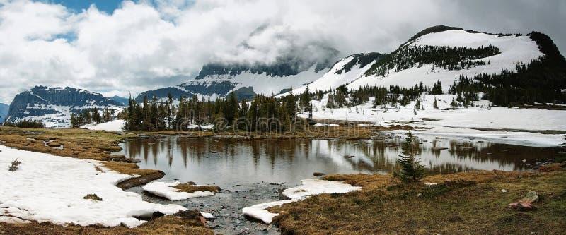 Κρυμμένη λίμνη άποψης πανοράματος, εθνικό πάρκο παγετώνων στοκ εικόνα με δικαίωμα ελεύθερης χρήσης
