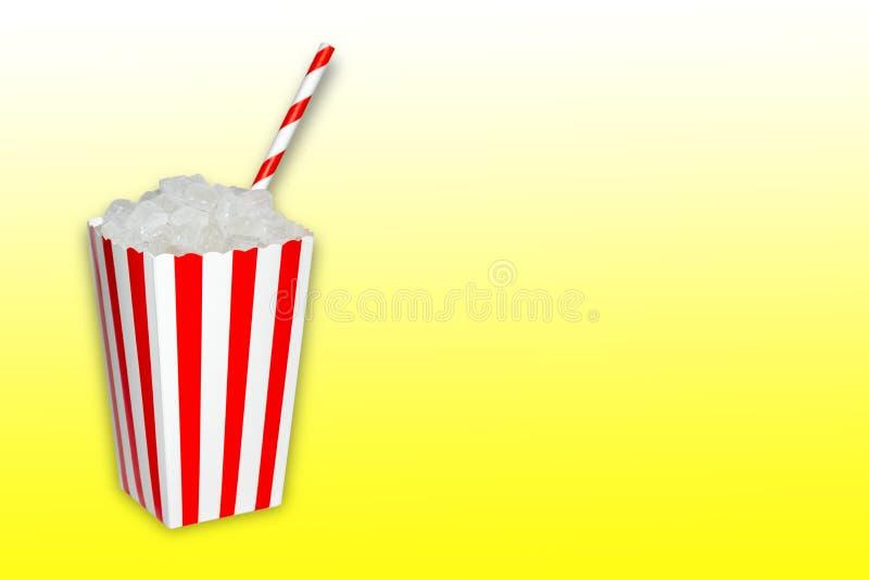 Κρυμμένη ζάχαρη στα τρόφιμα και μη αλκοολούχα ποτά, ποτά, ένα popcorn σύνολο κιβωτίων των cristal κύβων ζάχαρης με ένα άχυρο στην στοκ φωτογραφίες