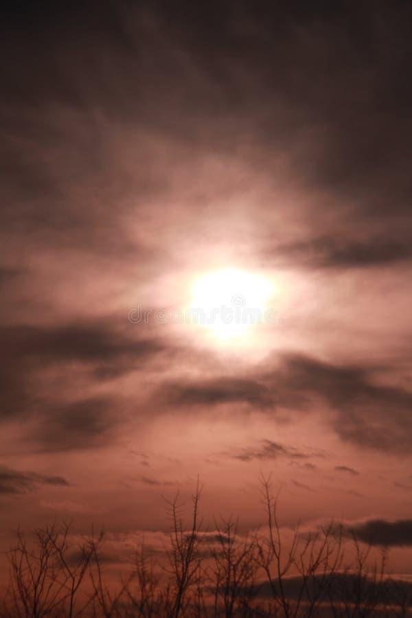 Κρυμμένος σύννεφα ήλιος στοκ εικόνες