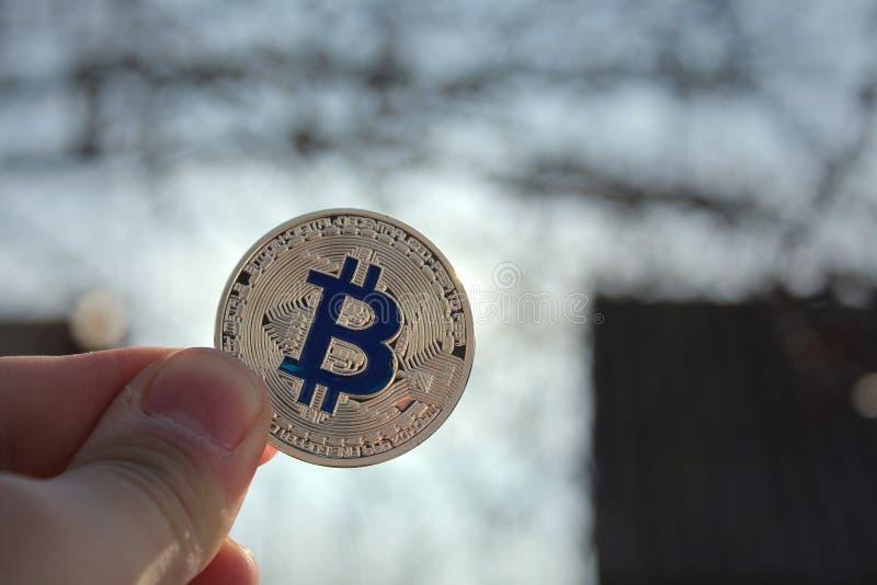 Κρυπτονόμισμα bitcoin, τεχνολογία blockαλυσίδα Ασημένιο bitcoin στοκ εικόνα