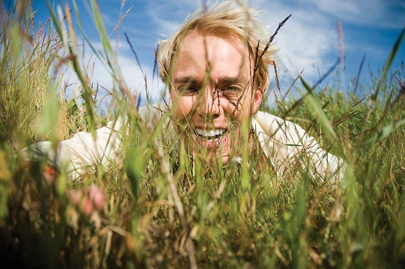 κρύβοντας νεολαίες ατόμ&ome Στοκ Φωτογραφία