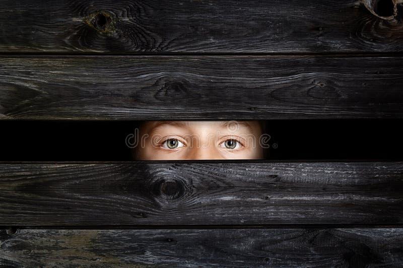 Κρύβοντας παιδί στοκ φωτογραφίες