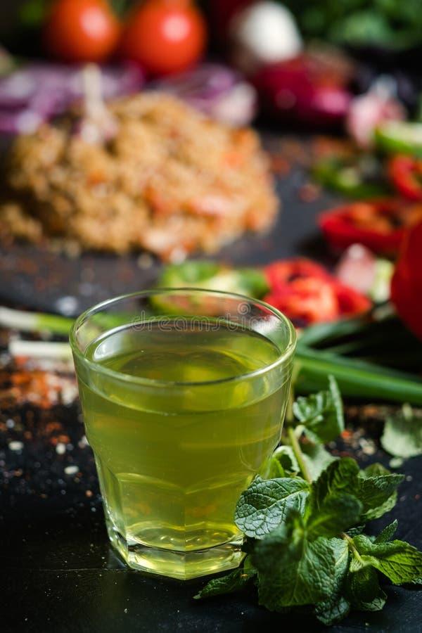 Κρύο μεντών βοτανικό πράσινο ποτό detox τσαγιού υγιές στοκ φωτογραφία με δικαίωμα ελεύθερης χρήσης