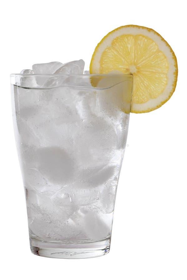 Κρύο νερό σε ένα γυαλί στοκ φωτογραφία με δικαίωμα ελεύθερης χρήσης