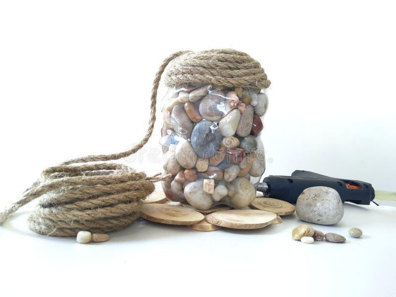 Κρύπτη-δοχείο φιαγμένο από πέτρα και φυσικά υλικά στοκ φωτογραφία με δικαίωμα ελεύθερης χρήσης