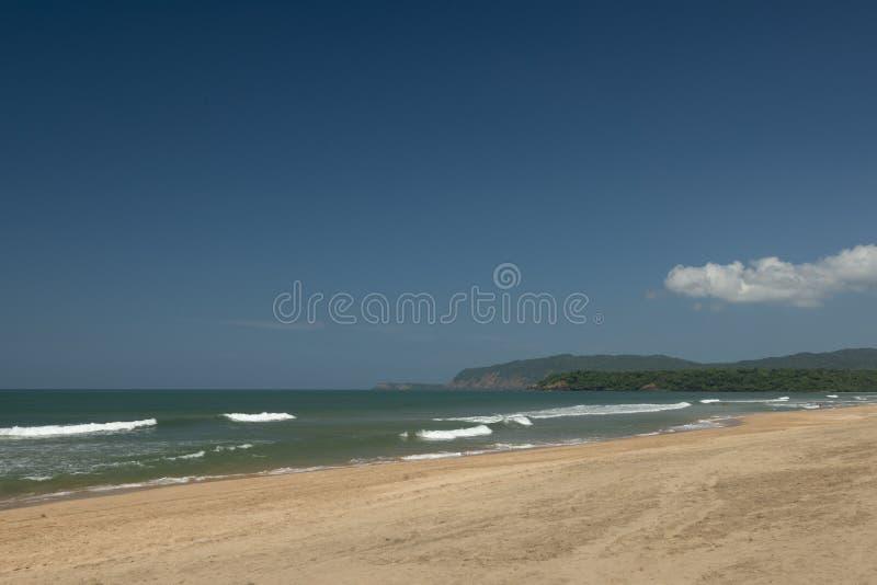 """Κρύσταλλο - καθαρίστε Ï""""Î¿ νερό στην παραλία Agonda, νότος Goa, Ινδία στοκ εικόνες με δικαίωμα ελεύθερης χρήσης"""