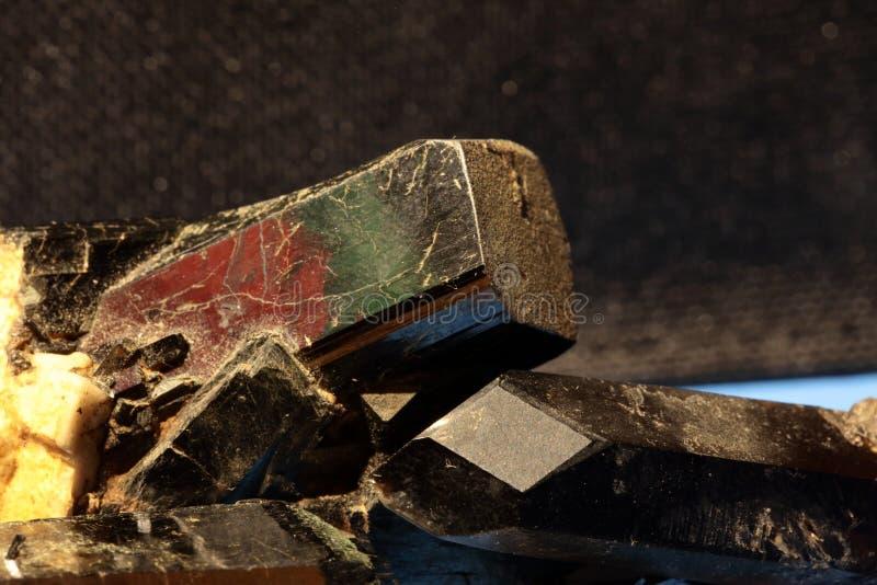 Μεταλλεύματα Κρύσταλλο μαύρων tourmaline/schorl και του χαλαζία/του morion στοκ εικόνες