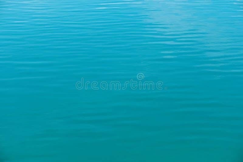 Κρύσταλλο - σαφής σύσταση θαλάσσιου νερού, μπλε υπόβαθρο στοκ φωτογραφίες με δικαίωμα ελεύθερης χρήσης