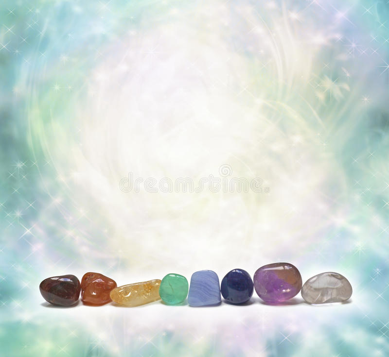 Κρύσταλλα Chakra που εκπέμπουν την όμορφη ενέργεια στοκ εικόνες