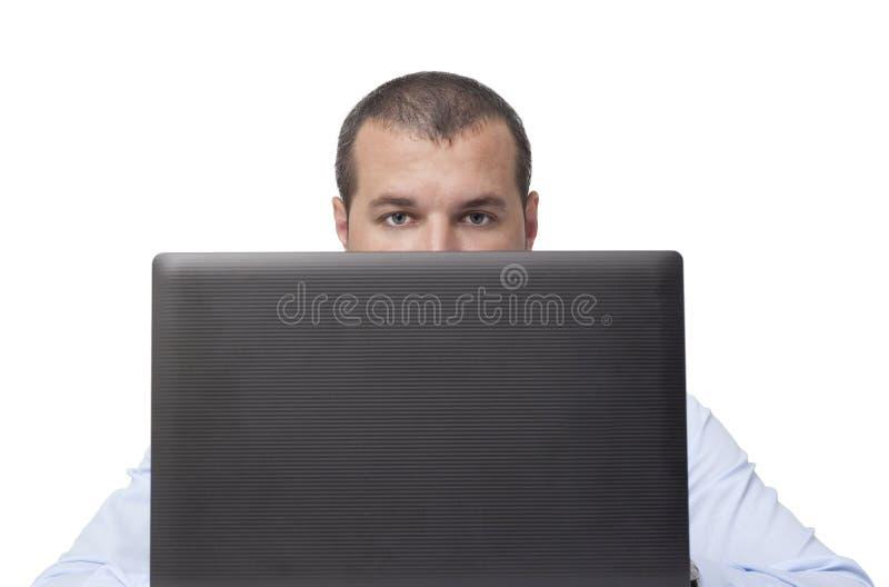 Κρύψιμο πίσω από το lap-top στοκ φωτογραφία με δικαίωμα ελεύθερης χρήσης