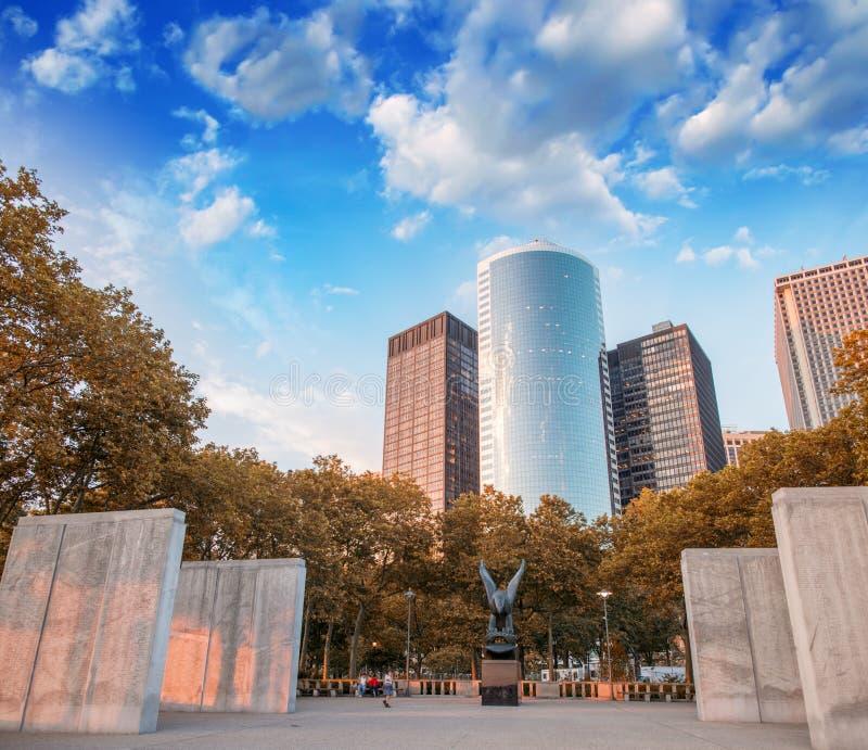 Κτήρια και φύση του μνημείου στο πάρκο μπαταριών στοκ εικόνες