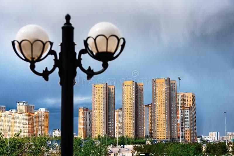 Κτήρια πόλεων Astana στο υπόβαθρο στοκ φωτογραφίες με δικαίωμα ελεύθερης χρήσης