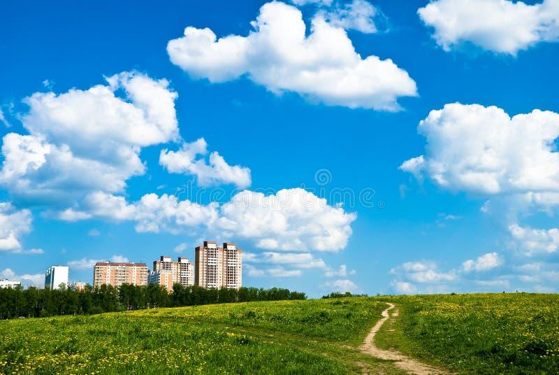 Κτήρια (πόλη) στον ορίζοντα στοκ φωτογραφία με δικαίωμα ελεύθερης χρήσης