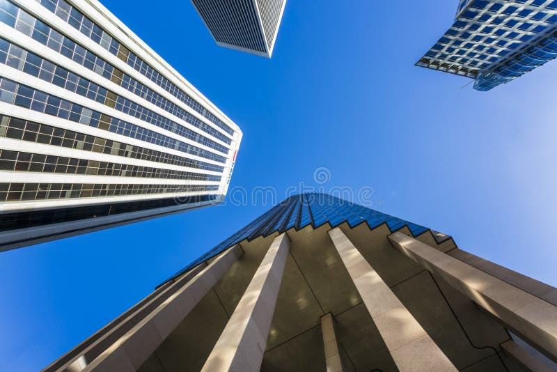 Κτήρια πύργων, άποψη σκουλήκι-ματιών, Σαν Φρανσίσκο, Καλιφόρνια, Ηνωμένες Πολιτείες της Αμερικής, Βόρεια Αμερική στοκ εικόνες