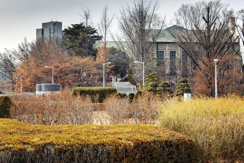 Κτήρια στην πανεπιστημιούπολη της Σεούλ, ένα όμορφο χειμερινό τοπίο στοκ εικόνα