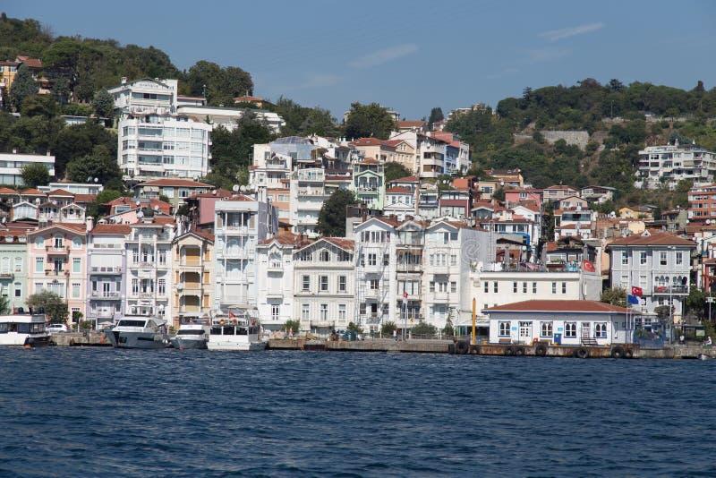 Κτήρια στο στενό Bosphorus στοκ φωτογραφία με δικαίωμα ελεύθερης χρήσης
