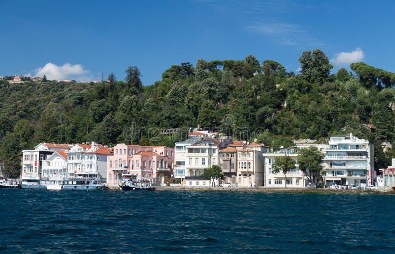 Κτήρια στο στενό Bosphorus στοκ εικόνες