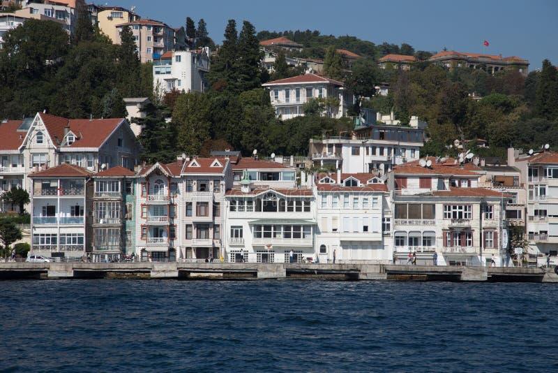 Κτήρια στο στενό Bosphorus στοκ φωτογραφίες με δικαίωμα ελεύθερης χρήσης