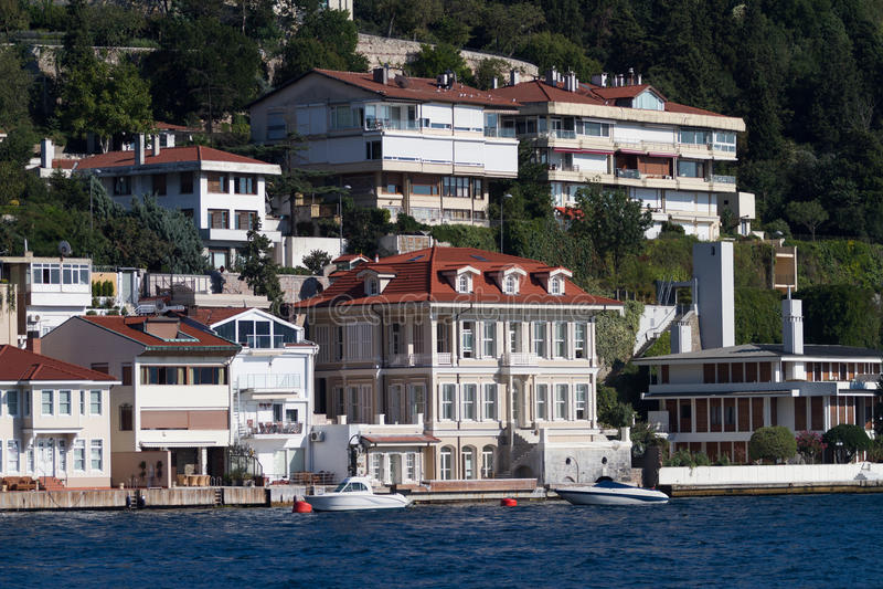 Κτήρια στο στενό Bosphorus στοκ εικόνες με δικαίωμα ελεύθερης χρήσης