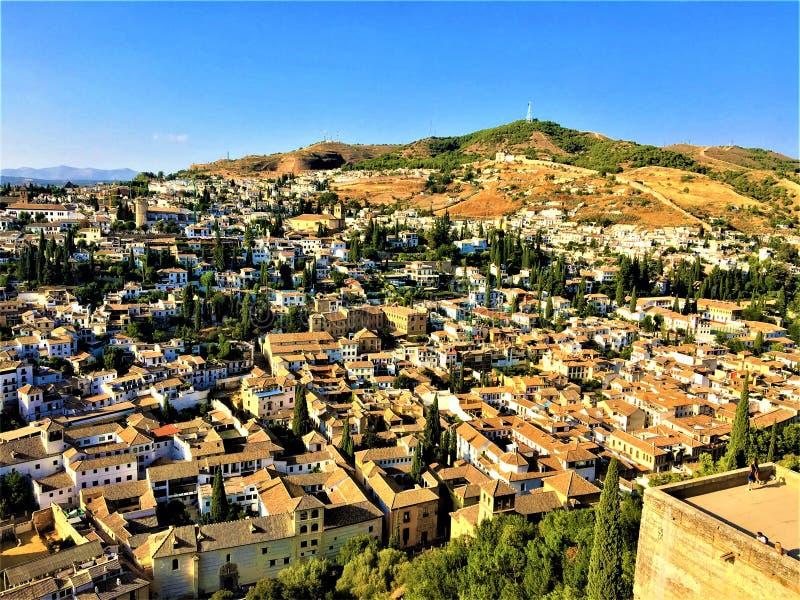 Κτήρια της Γρανάδας, λόφος και ουρανός, Albayzin στοκ εικόνες με δικαίωμα ελεύθερης χρήσης