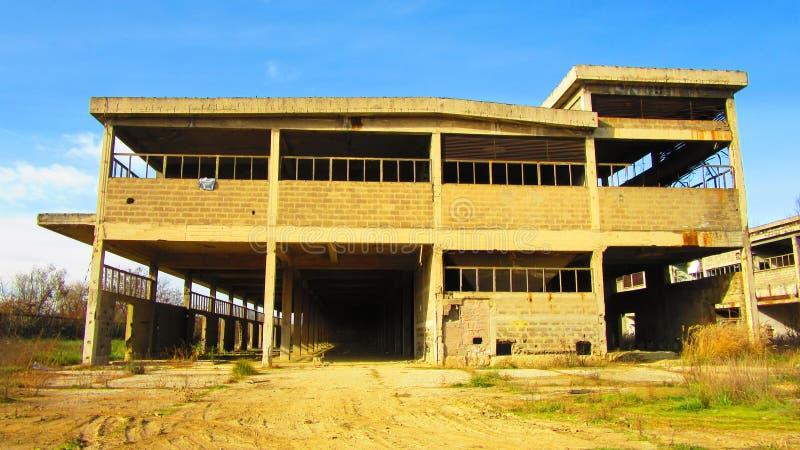 Κτήρια των παλαιών σπασμένων και εγκαταλειμμένων βιομηχανιών στην πόλη του Μπάνια Λούκα - 11 στοκ φωτογραφίες με δικαίωμα ελεύθερης χρήσης