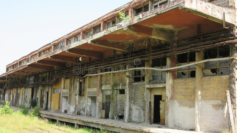 Κτήρια των παλαιών σπασμένων και εγκαταλειμμένων βιομηχανιών στην πόλη του Μπάνια Λούκα - 15 στοκ φωτογραφίες