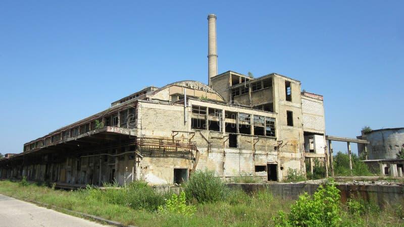 Κτήρια των παλαιών σπασμένων και εγκαταλειμμένων βιομηχανιών στην πόλη του Μπάνια Λούκα - 17 στοκ εικόνα με δικαίωμα ελεύθερης χρήσης