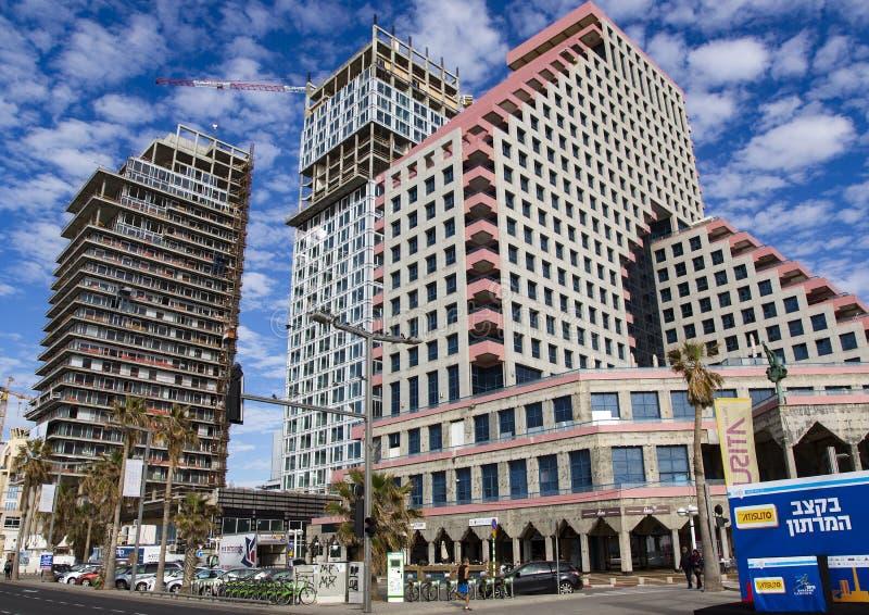 Κτήρια των σύγχρονων ξενοδοχείων στο Τελ Αβίβ στοκ εικόνα
