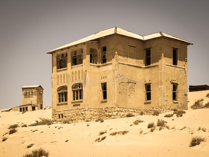 Κτήρια φαντασμάτων της παλαιάς πόλης Kolmanskop μεταλλείας διαμαντιών στη Ναμίμπια στοκ εικόνες
