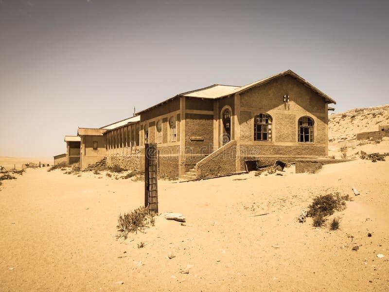 Κτήρια φαντασμάτων της παλαιάς πόλης Kolmanskop μεταλλείας διαμαντιών στη Ναμίμπια στοκ εικόνα