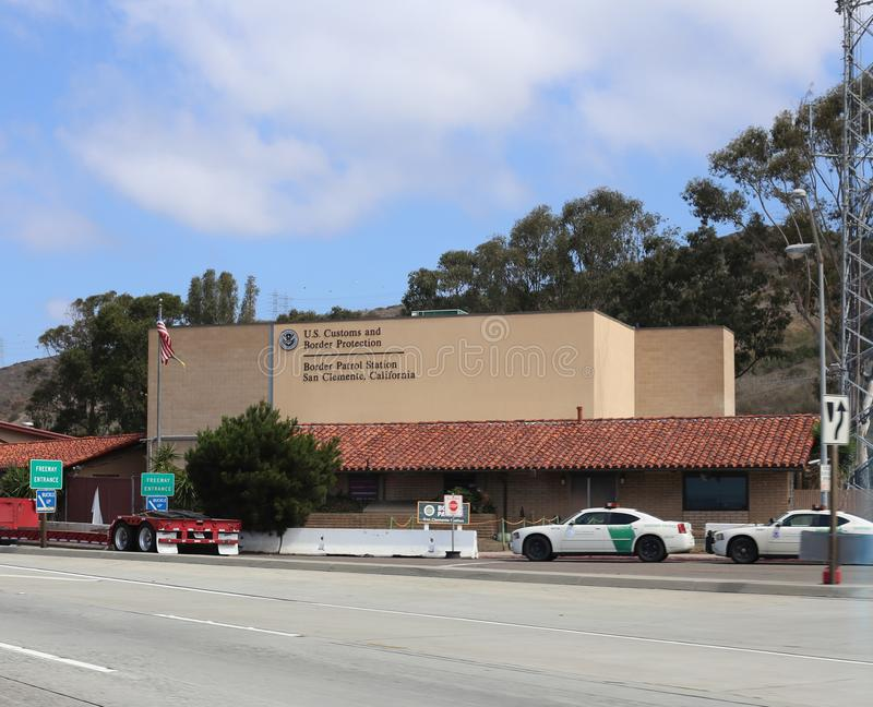 Κτήριο αμερικανικών τελωνείου και περιπόλου συνόρων στο Σαν Κλεμέντε Καλιφόρνια στοκ φωτογραφία