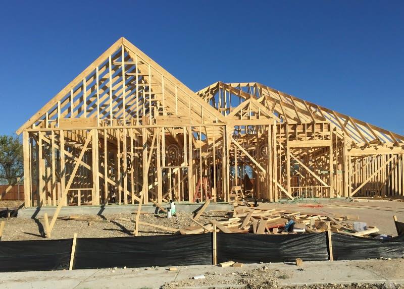 Κτήριο οικοδόμησης καινούργιων σπιτιών στοκ εικόνες