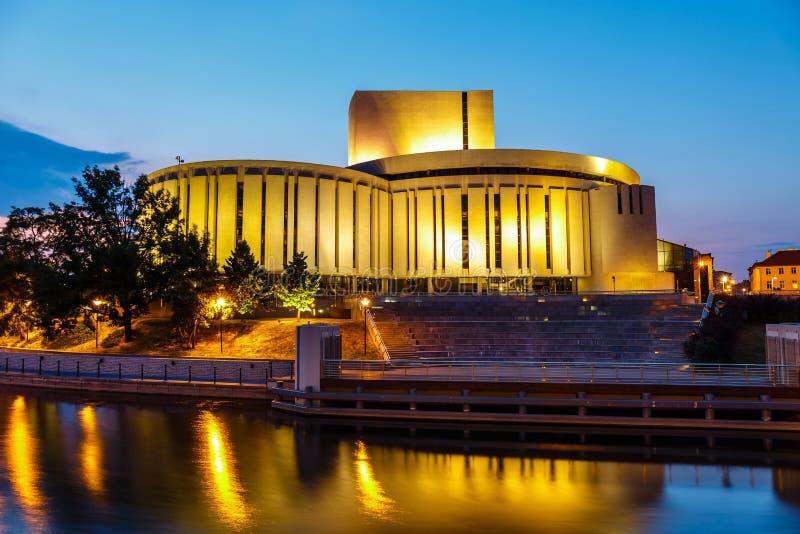Κτήριο οπερών στην πόλη Bydgoszcz τη νύχτα στοκ φωτογραφίες