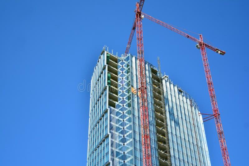 Κτήριο ουρανοξυστών κατά τη διάρκεια της οικοδόμησης στοκ εικόνα με δικαίωμα ελεύθερης χρήσης