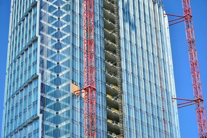 Κτήριο ουρανοξυστών κατά τη διάρκεια της οικοδόμησης στοκ εικόνες