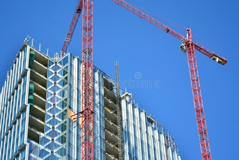 Κτήριο ουρανοξυστών κατά τη διάρκεια της οικοδόμησης στοκ φωτογραφία με δικαίωμα ελεύθερης χρήσης