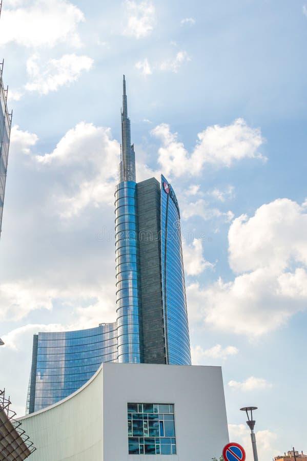 Κτήριο πύργων UniCredit στην ηλιόλουστη ημέρα στοκ εικόνα