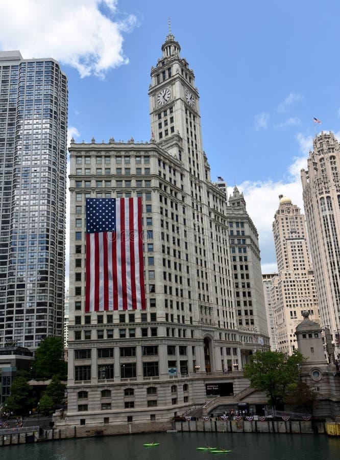 Κτήριο & σημαία Wrigley στοκ εικόνα με δικαίωμα ελεύθερης χρήσης