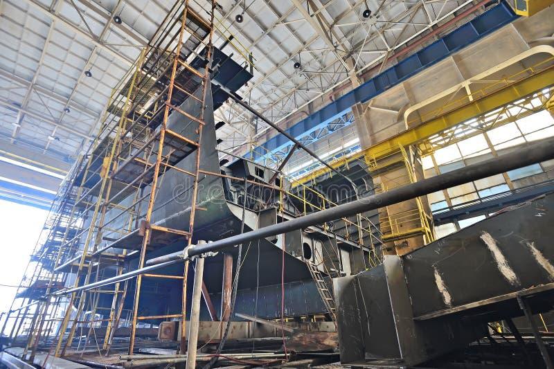 Κτήριο σκαφών μέσα του ναυπηγείου στοκ εικόνες