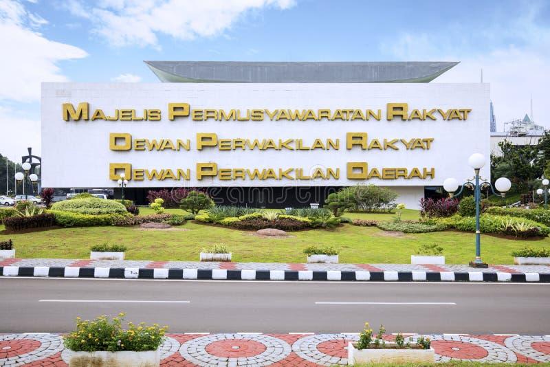Κτήριο του Κοινοβουλίου με τα ονόματα στον τοίχο στοκ φωτογραφία με δικαίωμα ελεύθερης χρήσης