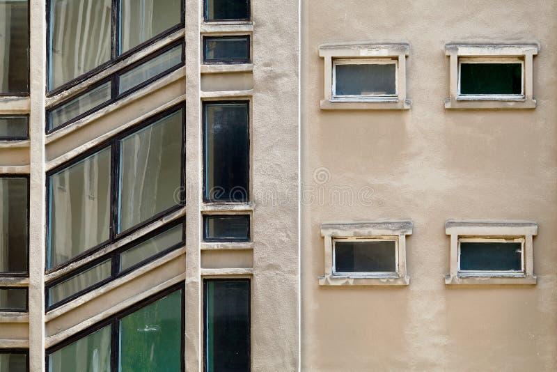 Κτήριο υποβάθρου onstruction Ð ¡ με τα διαγώνια παράθυρα του σκαλοπατιού στοκ εικόνα