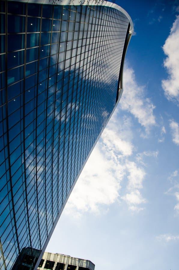 Κτίρια γραφείων του Λονδίνου - μπλε χρώματος στοκ εικόνες με δικαίωμα ελεύθερης χρήσης