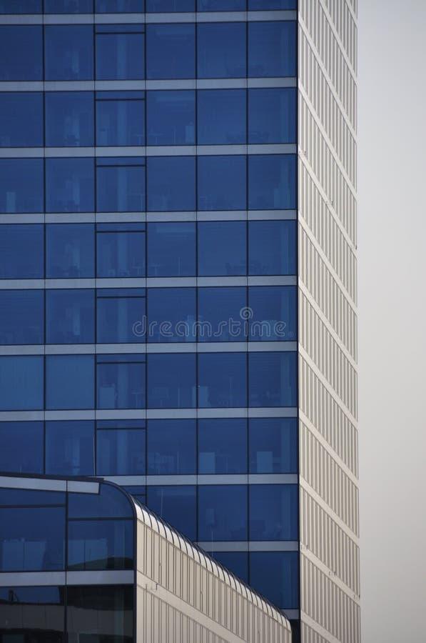 Κτίριο γραφείων το πρωί στοκ εικόνες