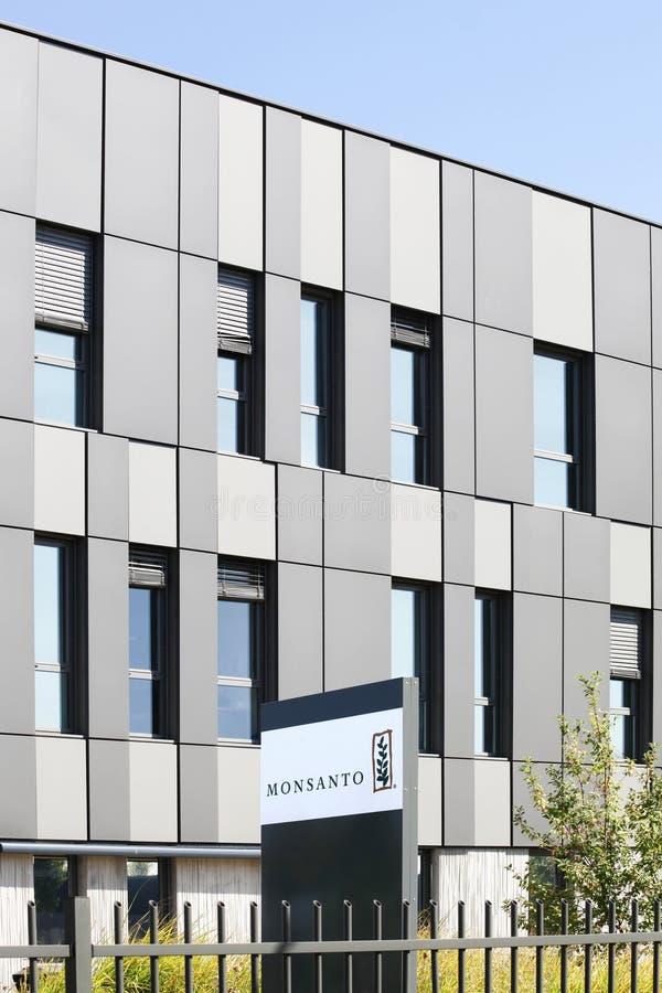 Κτίριο γραφείων Monsanto και ευρωπαϊκή έδρα στη Γαλλία στοκ εικόνα