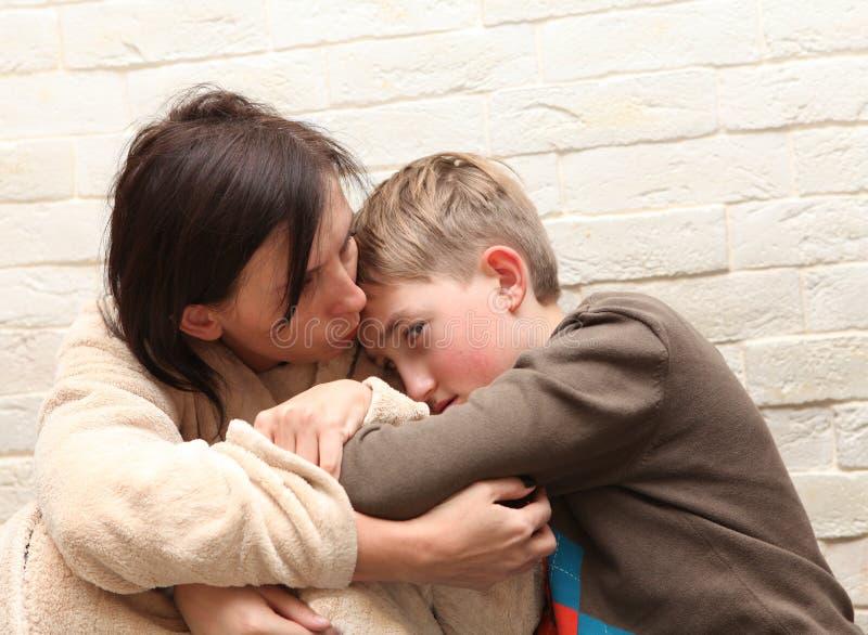 κτυπά τη σύζυγο βίας οικογενειακών συζύγων στοκ εικόνα με δικαίωμα ελεύθερης χρήσης